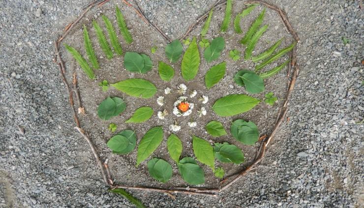 """Création artistique """"Land art"""" par les élèves de 4e année"""